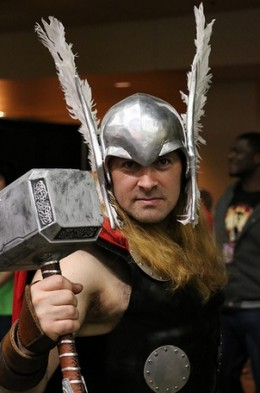 http://besthalloweenstore.net/halloween-costumes/marvels-the-avengers-loki-thor-costumes