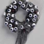 DIY Halloween Eyeball Wreath
